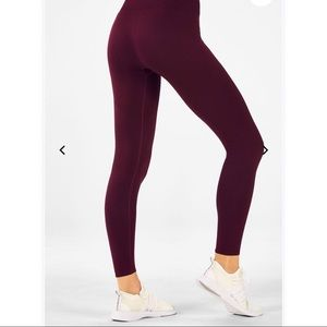 Fabletics Seamless Midrise Statement 7/8 Leggings